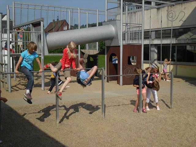 Klettergerüst Zum Hangeln : Schwingen hangeln balancieren u kindertagesstätte earche noah